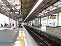 TokyoMetro-C19-Ayase-station-platform-20060404.jpg