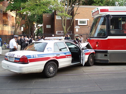 TorontoPoliceCarAccident3