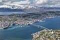 Tromsø vom Fjellheisen aus gesehen.jpg