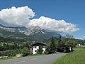 Tussen Söll en Ellmau, straatzicht met panorama foto2 2012-08-08 14.37.jpg
