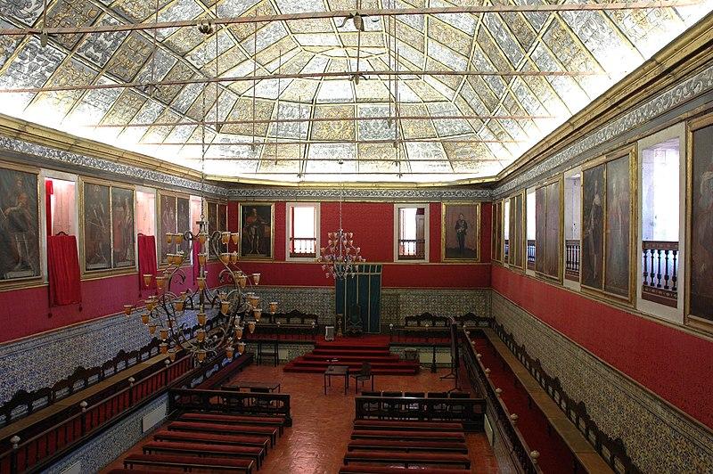 File:Universitat de Coïmbra - Sala d'actes.JPG