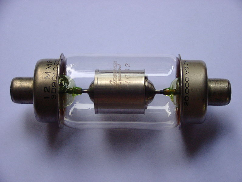 File:Vacuum capacitor with uranium glass.jpg