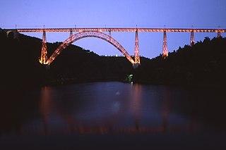 Viaducto de Garabit de noche