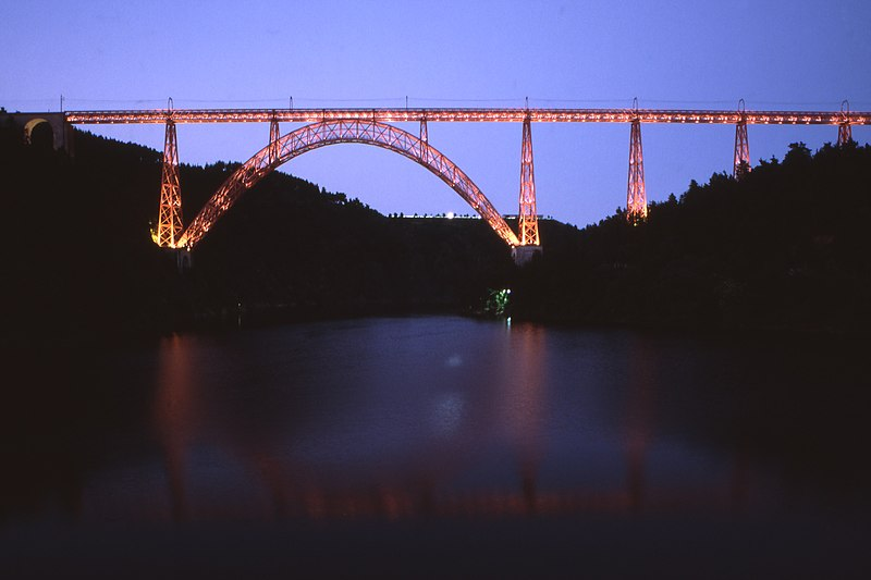 Fil:Viaduc de Garabit twilight vue from west 01 08.jpg