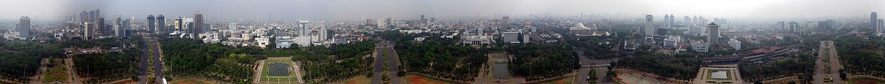 Pandangan Jakarta Pusat dari puncak Monumen Nasional