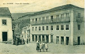 Góis - A (1910) photograph of the historical administrative buildings of the municipal seat