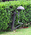 Villa san michele, giardino ovest, lampada di pietro porcinai.JPG
