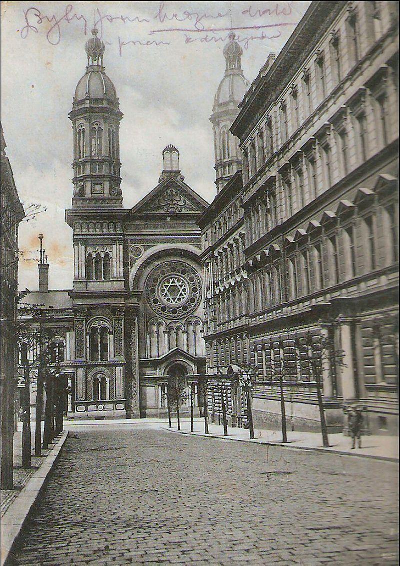 Vinohradská synagoga, pohled z Moravské ul., dobová pohlednice, cca 1910