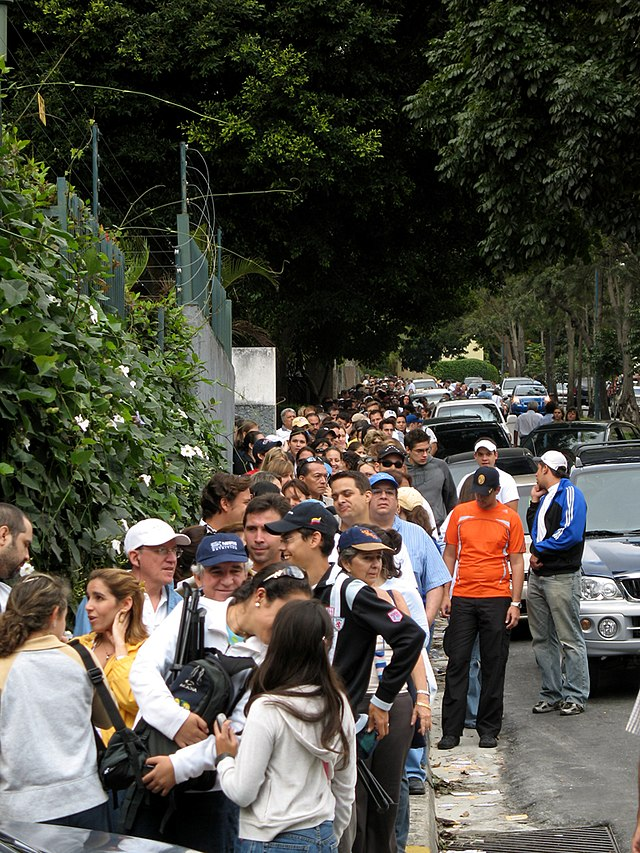 From commons.wikimedia.org: Voting queue in Caracas {MID-148387}