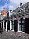 foto van Laag huis met rechte kroonlijst, aardige landelijke bouwkunst