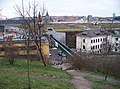 Vyhlídka z parku Sacré Coeur, lávka přes Kartouzskou, Nový Smíchov.jpg