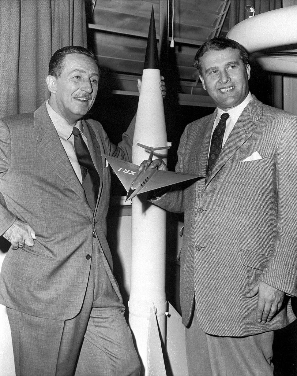 Walt Disney and Dr. Wernher von Braun - GPN-2000-000060