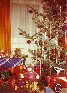 a christmas tree decorated with dangling strands of lametta - 1940s Christmas Decorations