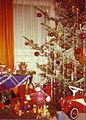 Weihnachtsbaum und Geschenke 1970er.jpg