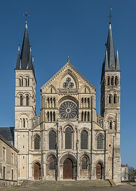 West Façade of Basilique Saint-Rémi, Reims 140306 1.jpg