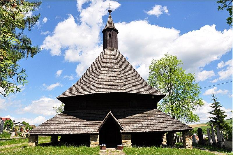 ファイル:木造教会、Tvrdosin.jpg