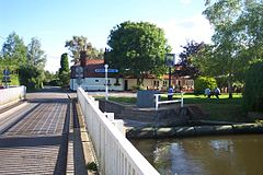 Woolhampton Swing Bridge.JPG