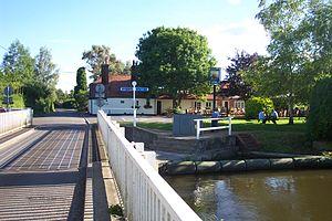 Woolhampton - Image: Woolhampton Swing Bridge