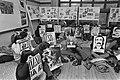 Zaanse studenten in hongerstaking in Amsterdam i.v.m. terechtstellingen in Perzi, Bestanddeelnr 928-3498.jpg