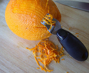 Zest (ingredient) - Zesting an orange
