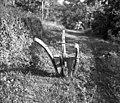 """""""Sevčedur"""" (plug), star, lesen; perot iz """"bande"""" (tanjša pločevina), Medana 1953 (3).jpg"""