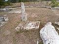 Βασιλική Δ΄ Παλαιοχριστιανική Αμφίπολη, Ιερό, στυλοβάτης και θωράκιο.jpg