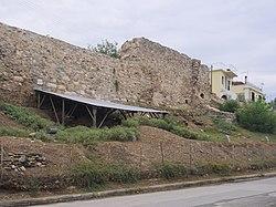Το Κάστρο του Βόλου, στην συνοικία Παλιά, στην οποία έχουν εντοπιστεί σημαντικές αρχαιολογικές θέσεις.