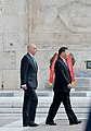 Ο ΥΠΕΞ Ν. Δένδιας στην κατάθεση στεφάνου στο μνημείο του Άγνωστου Στρατιώτη από τον Πρόεδρο της Κίνας Xi Jinping (49049470196).jpg