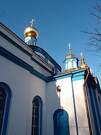 Церковь Успения Пресвятой Богородицы, сторона от автомобильной дороги.jpg