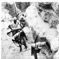 המאורעות בארץ ישראל 1937. פועלים נושאים נשק במפעלי גופרית דרום ים המלח-PHL-1088021.png