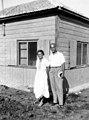 סבא זקס ואני הורי יהודית בגן השומרון 1934 - iדייןi btm8413.jpeg