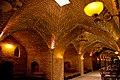 داخل کاروانسرا کا در حال حاضر رستوران گردیده است.jpg