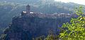 01 Castellfollit de la Roca i la cinglera basàltica des de la carretera GI-522.jpg