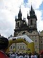 033 Cursa popular a la plaça de la Ciutat Vella, església de Týn.jpg