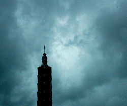 Taipei 101 endures a typhoon in 2005