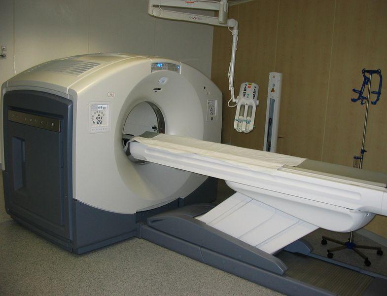 La tomografía por emisión de positrones (PET): una aplicación práctica de la antimateria en medicina.