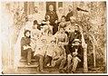 1889. Джон Юз со своей семьей.jpg