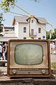 """2007-07-15 Auf dem Flohmarkt- Alter Blaupunkt-Fernseher (Modell-) mit Hirschmann """"Zifa 100"""" (Zimmer-Fernseh-Antenne), Beiname """"Libelle"""", Baujahr ca. 1957 IMG 2952.jpg"""