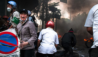 2010 Thai military crackdown - Rescue workers try to reach two wounded men under army fire, 15 May 2010