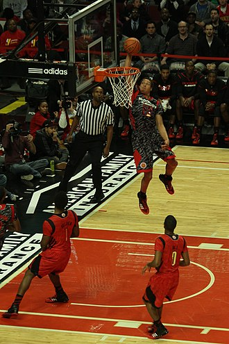 Basketball moves - Image: 20130403 MCDAAG Aaron Gordon alley oop from Aaron Harrison (6)
