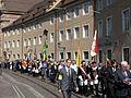 2017-06-15, Fronleichnamsprozession in der Freiburger Bertoldstraße vor der Alten Uni.jpg