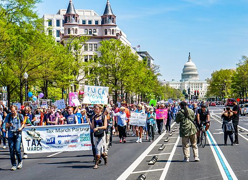 2017.04.15 -TaxMarch Washington, DC USA 02384 (33217015414).jpg
