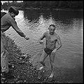 30.8.66. Le colonel Bigeard fait son footing quotidien à Lacroix-Falgarde (1966) - 53Fi5518.jpg