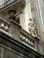 71 Edifici a Petritxol 17, detall amb escultura.jpg