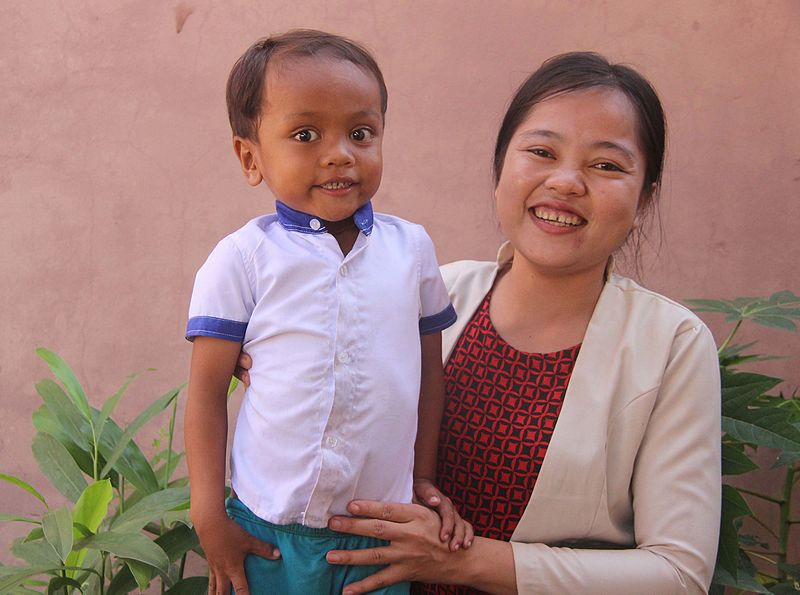 File:A Cambodian mother and son.jpg