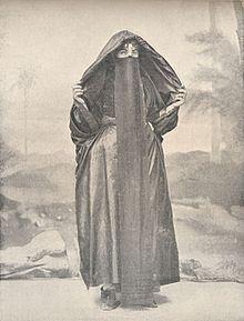 a1579597e امرأة قبطية مصرية سنة 1918 تلبس النقاب.