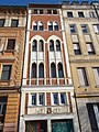A legkeskenyebb ház Budán, Döbrentei utca, Tabán, 2016 Budapest.jpg