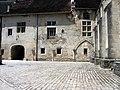 Abbaye Saint-Pierre, cour.JPG