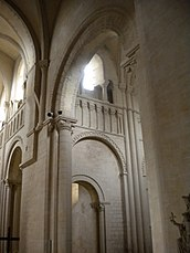 Abbaye aux Dames, déambulatoire.jpg
