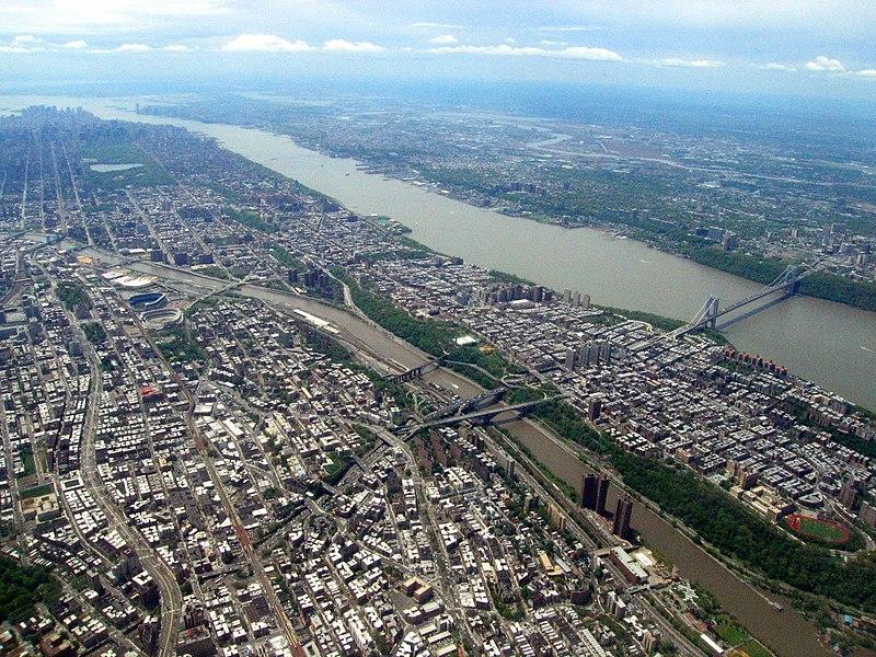 Aerial view of the Bronx, Harlem River, Harlem, Hudson River, George Washington Bridge, 2008-05-10.jpg